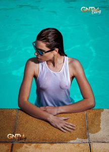 Sarah-Anessa am Pool im Wetshirt-Look by Dominique Zahnd
